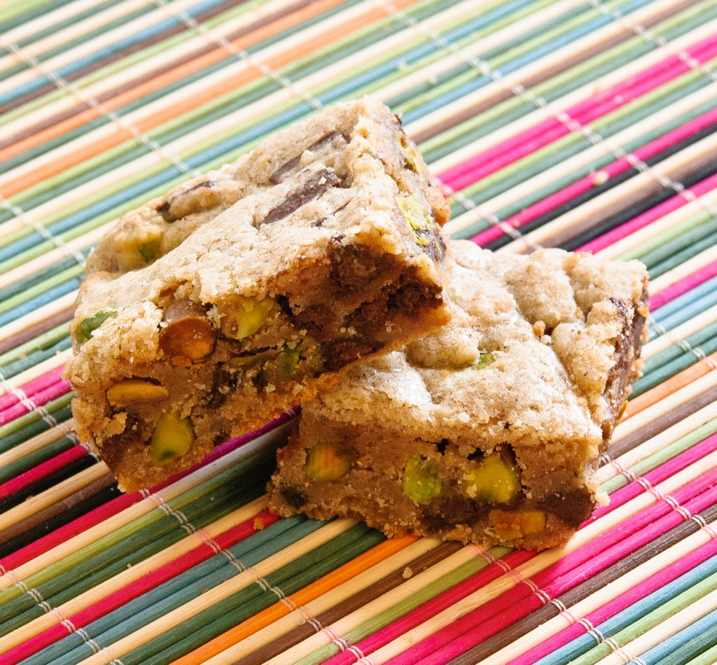 pistachio blondies